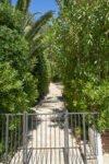Treppe zum Pool mit Kindersicherung der Villa Aurelia an der Cote d Azur in Südfrankreich