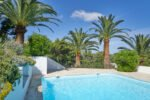 hintere Poolterrasse der Villa Aurelia an der Cote d Azur in Südfrankreich