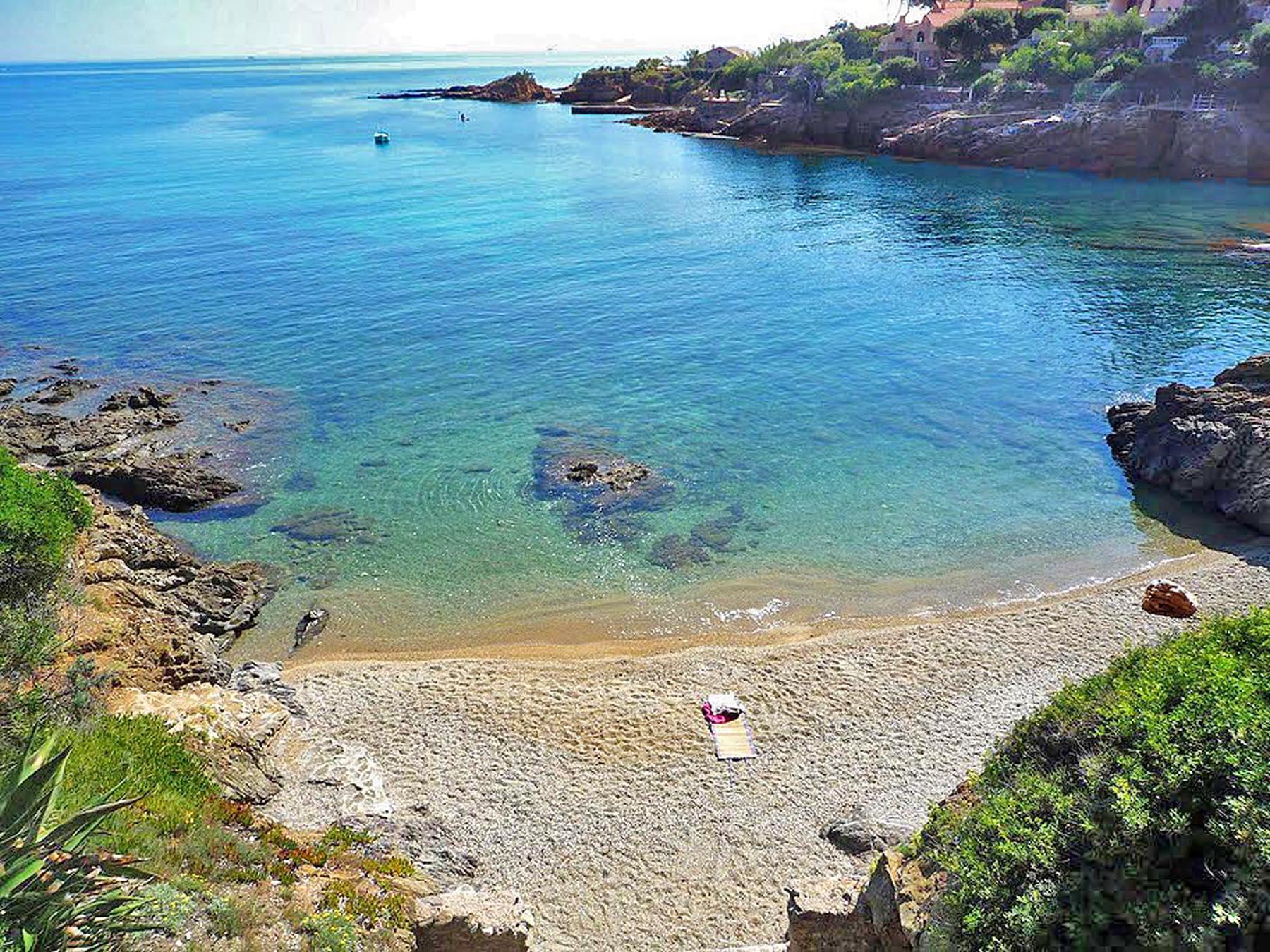 Die Bucht Calanque de Bonne Eau an der Cote d'Azur in Südfrankreich