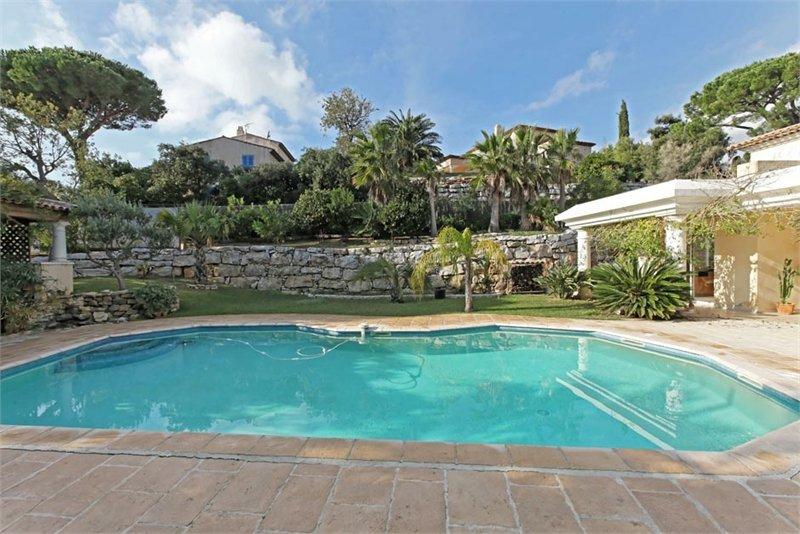 Swimmingpool der Villa Cactus in Ste. Maxime an der Cote d Azur in Südfrankreich