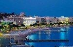 Blick auf Cannes und die Croisette bei Nacht
