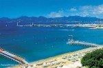 Cannes an der Côte d'Azur in Südfrankreich - Blick auf die Strände an der Croisette