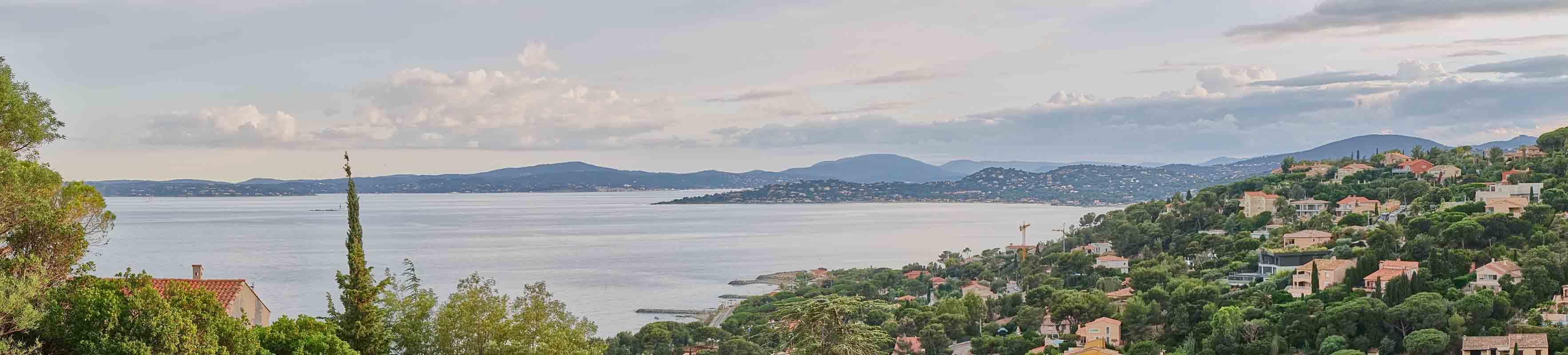 Meerblick vom Balkon des Hauses Cap 138 in Les Issambres auf den Golf von St.Tropez an der Cote d Azur in Südfrankreich
