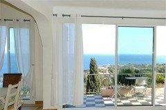 Villa Dolmens Ferienhaus in Les Issambres Côte d'Azur Südfrankreich-Blick vom Wohnzimmer auf Küste und Meer