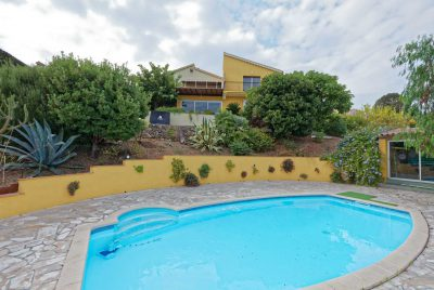 Das Haus vom beheizbaren Pool aus