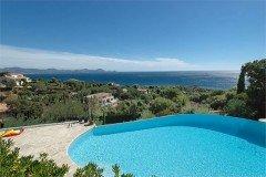 Ligurienne Pool und Ausblick