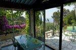 Lorelyn Ferienhaus in Les Issambres Côte d'Azur Südfrankreich-Wintergarten mit Blick auf Garten und Meer