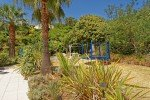 Garten mit Trampolin Villa Mourvedre in Les Issambres an der Cote d'Azur am Meer in Südfrankreich