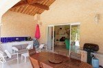 Sommerküche und Grill der Villa Mourvedre in Les Issambres an der Cote d'Azur am Meer in Südfrankreich