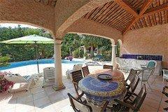 Mourvedre Pool-Terrasse und Sommerküche