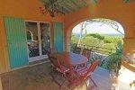 Blick von der Küchenterrasse der Villa Olivades in Sainte Maxime an der Cote d'Azur in Südfrankreich