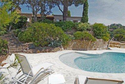 Pastourelle Ferienhaus in Les Issambres Côte d'Azur Südfrankreich-Pool, Garten und Haus