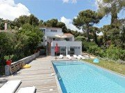 Pins Parasols Haus und Pool