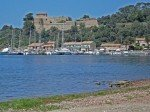 Port Cros Hafen und Festung