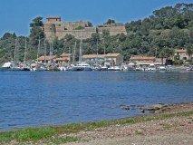 Port Cros Hafen und Fort
