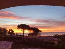 Sonnenaufgang von der Villa Rigaou in Ste. Maxime an der Cote d'Azur in Südfrankreich