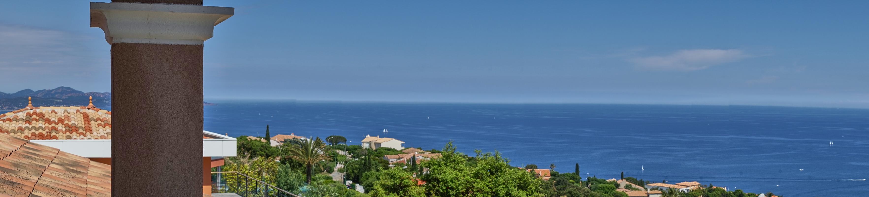 Blick auf den Golf von Frejus in Südfrankreich