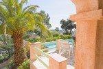 Blick vom Grill auf die Terrasse und den Pool des Hauses Varoise in Les Issambres an der Cote d Azur