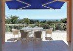 Villa Aurelia Ferienhaus Meerblick in Les Issambres Côte d'Azur Südfrankreich-Blick vom Wohnraum auf Terrasse Garten Golf von Frejus