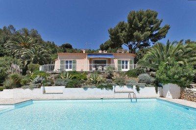 Villa Aurelia Ferienhaus in Les Issambres Côte d'Azur Südfrankreich-Swimmingpool Haus und Garten