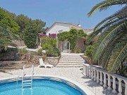Belaigo Ferienhaus in Les Issambres Côte d'Azur Südfrankreich-Blick auf Haus und Terrasse vom Pool