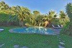 Villa Garennes Ferienhaus in Les Issambres Côte d'Azur Südfrankreich-Pool, Palmen, Garten am Abend