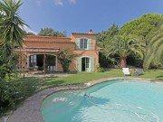 Garennes-Pool und Haus