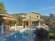 Madinina Pool und Haus